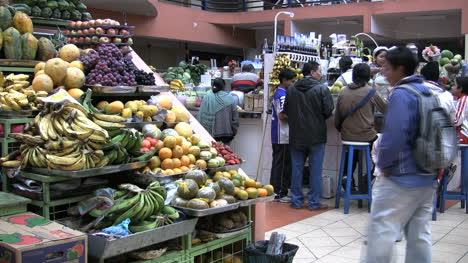 Ecuador-Inside-market-in-Ambato