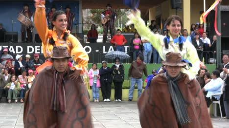 Ecuador-Mitad-del-Mundo-dancers