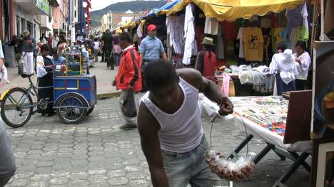 Ecuador-Otovalo-market-with-people