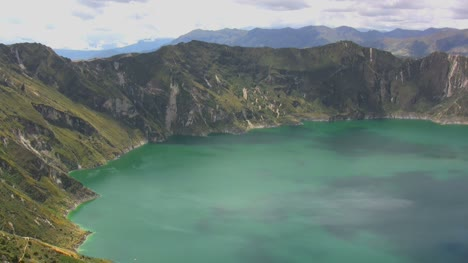 Ecuador-Quilatoa-crater