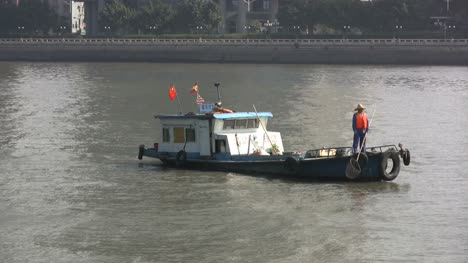 Guangzhou-Fisherman-on-a-boat-Pearl-River