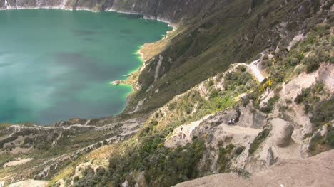 Ecuador-Path-to-Quilatoa-crater-lake