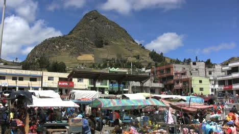 Ecuador-Mountain-above-market
