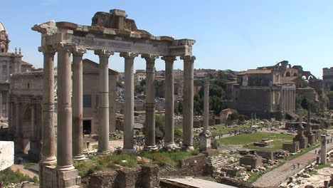 Columns-of-a-temple-in-the-Roman-Forum