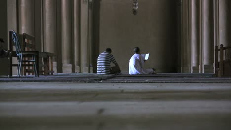 Egypt-Praying-in-Cairo-mosque