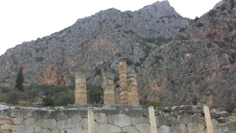 Temple-of-Apollo-&-Mount-Parnassus-at-Delphi