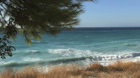 Waves-crashing-on-Lefkada
