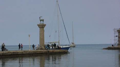 Rhodes-entry-to-harbor