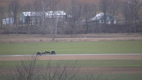 Amish-buggies-passing