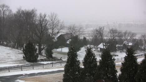 Snow-falling-on-a-farmstead-in-Pennsylvania