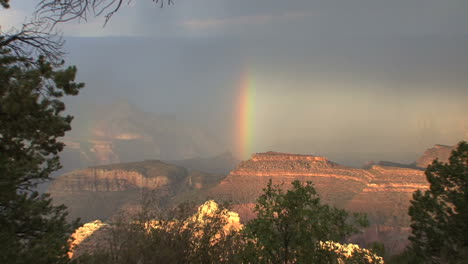 Arizona-Grand-Canyon-rainbow