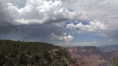Arizona-Grand-Canyon-scene-with-clouds