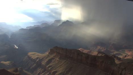 Arizona-rain-in-the-Grand-Canyon-pan