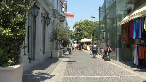 Athens-Placa-street-scene