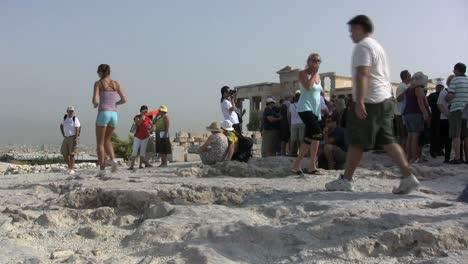 Athens-acropolis-with-tourists