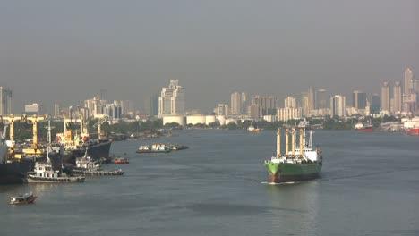 Bangkok-Chao-Phraya-River-ships