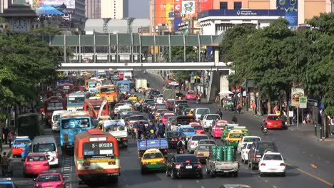 Bangkok-traffic-in-street