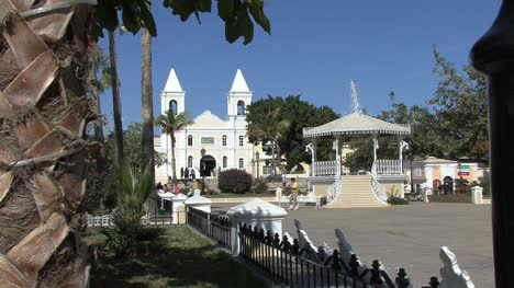 San-Jose-de-Cabo-mission-church-and-plaza