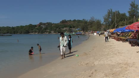 Cambodia-beach-with-people
