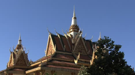 Cambodia-Buddhist-temple-roof