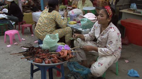 Cambodia-market-woman