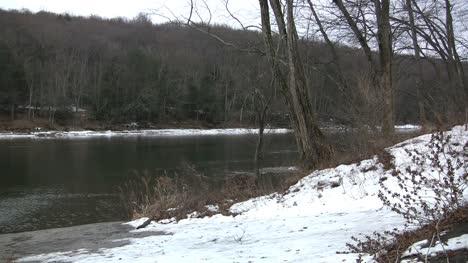 Delaware-River-in-snow