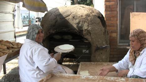 Egypt-women-baking-bread