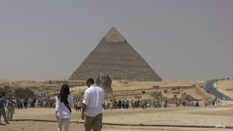 Egypt-Pyramids-approaching-the-sphinx