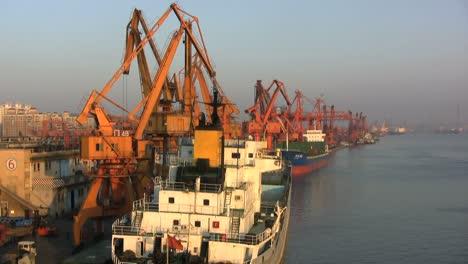 Guangzhou-loading-ship