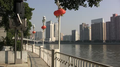 Guangzhou-park-by-Pearl-River