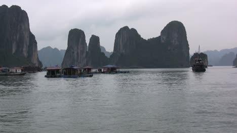 Halong-Bay-karst-towers