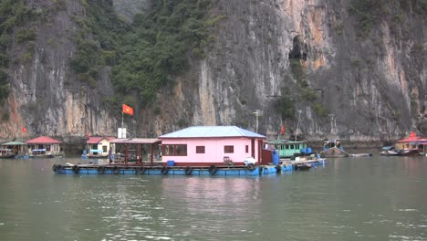 Casas-Flotantes-De-La-Bahía-De-Halong