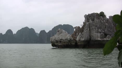 Halong-Bay-rock-formation