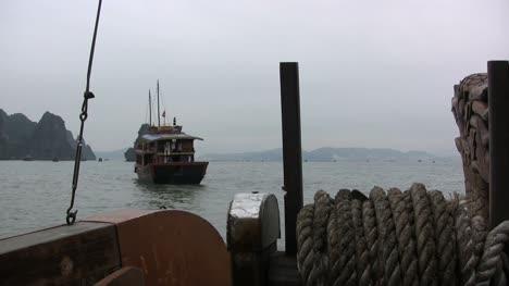 Bahía-De-Halong-Desde-Un-Barco-De-Excursión
