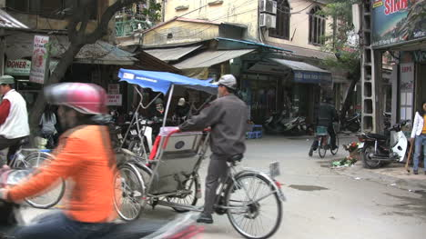 Hanoi-bicycle-taxis