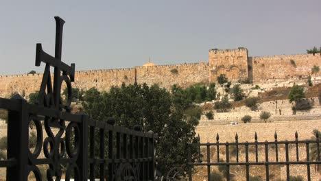 Israel-Jerusalem-view-of-walls