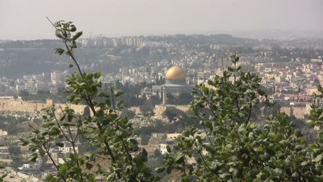 Israel-View-of-the-Dome-of-the-Rock-in-haze