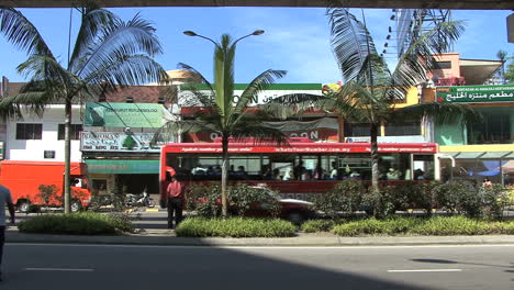 Kuala-Lumpur-street-&-bus