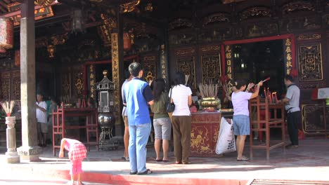 Malacca-devotees-at-a-temple