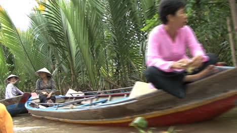 Vietnamese-in-canoes