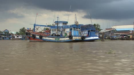 Mekong-scene-with-colorful-boats