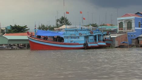 Mekong-boats-by-bank