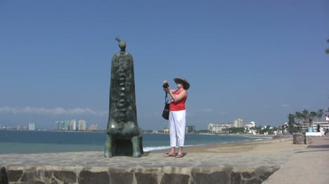 Mexico-Puerto-Vallarta-tourist-taking-picture