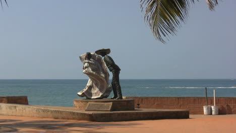 Mexico-Puerto-Vallarta-statue-of-dancers-zoom-in