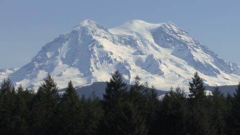 Mount-Rainier-summit-with-glaciers