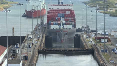 Panama-Canal-Container-ship-Gatun-Locks