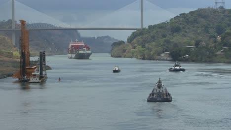 Panama-Canal-Tug-boat-&-bridge