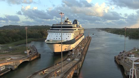 Panama-Canal-Gatun-Locks-with-cruise-ship