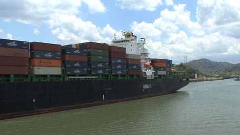 Panama-Canal-Container-ship