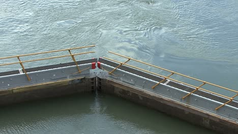 Panama-Canal-gate-in-the-Pedro-Miguel-Locks